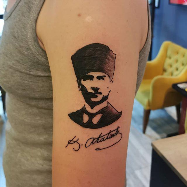 Benim naçiz vücudum, bir gün elbet toprak olacaktır. Fakat Türkiye Cumhuriyeti, ilelebet payidar kalacaktır.Mustafa Kemal Atatürk...